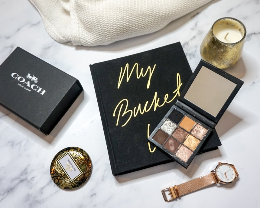 Huda Beauty Smokey Obsessions Eyeshadow Palette Review_Flat Lay